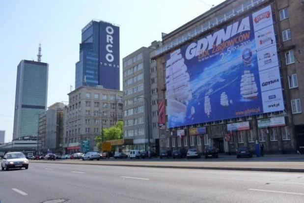 Reklamy znikną ze ścian budynków? Zakaz coraz bliżej