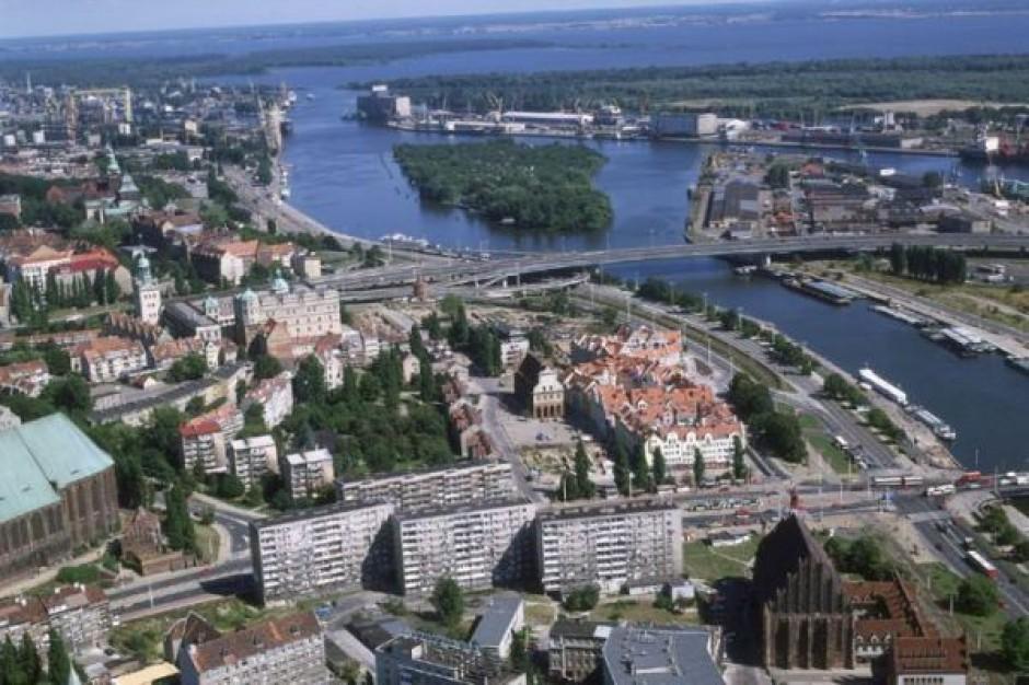 Szczecin: umowy na przestrzeń publiczną, teatr letni i społeczeństwo informacyjne