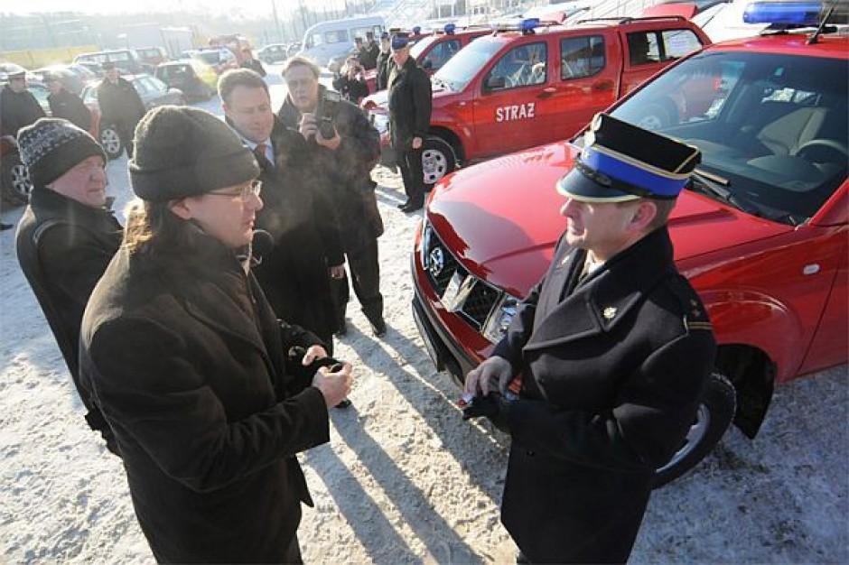 Strażacy dostali nowe samochody i specjalistyczny sprzęt