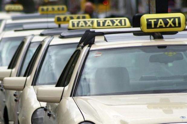 Taksówki pojeżdżą z reklamą