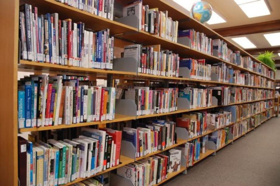 Miliarder pomoże zalanym bibliotekom