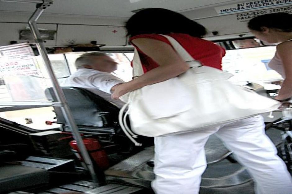 Nowoczesne autobusy na warszawskich ulicach