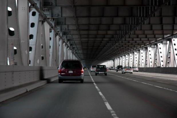 Dziewięciu chętnych na budowę mostu
