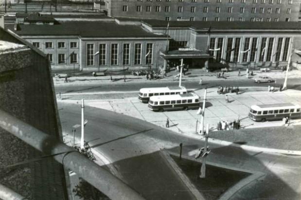 Trwa remont dworca, a ratusz zbiera fotografie