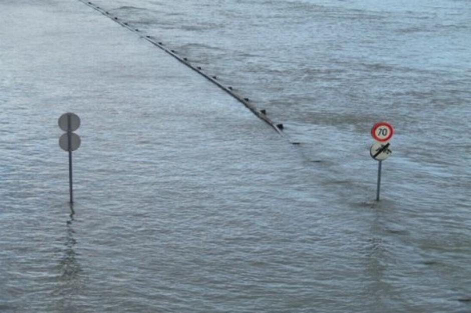 Powódź: wojewoda w roli samorządu