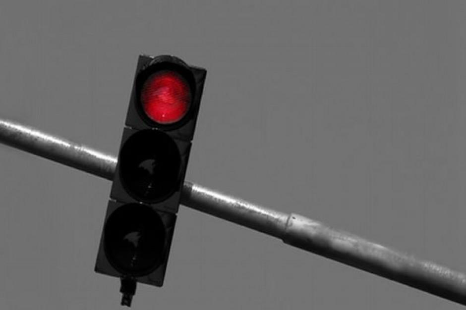Czerwone światło na torach