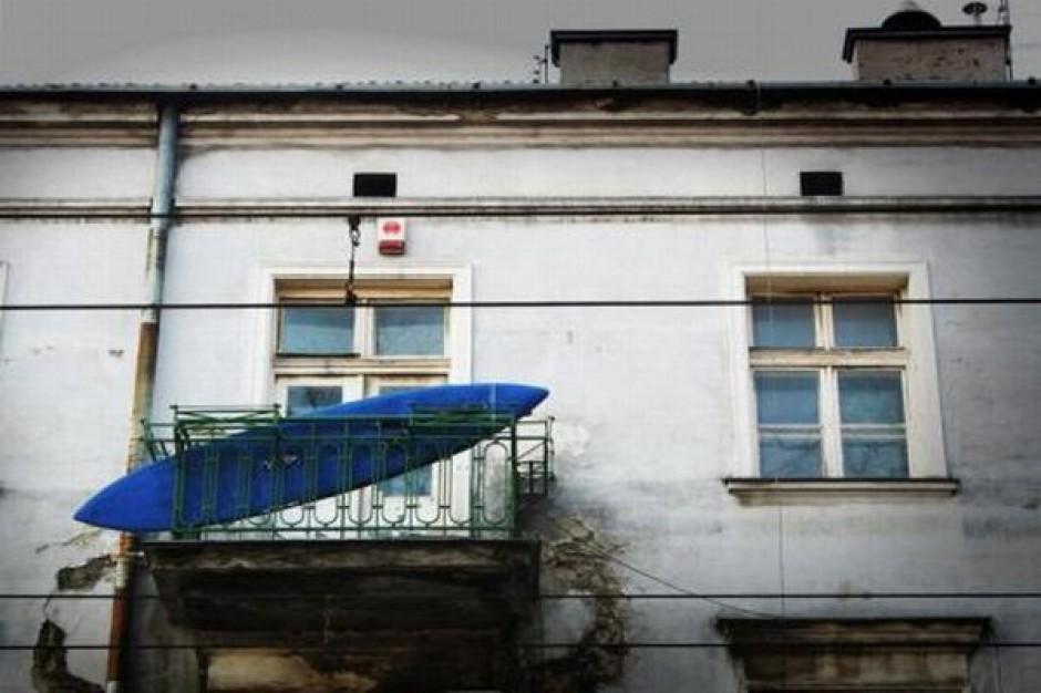 Brak lokali socjalnych kosztuje miasta coraz więcej
