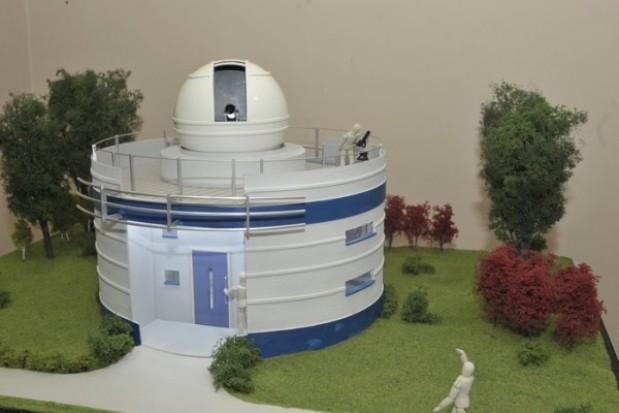 Astro-bazy w szkołach i na makiecie
