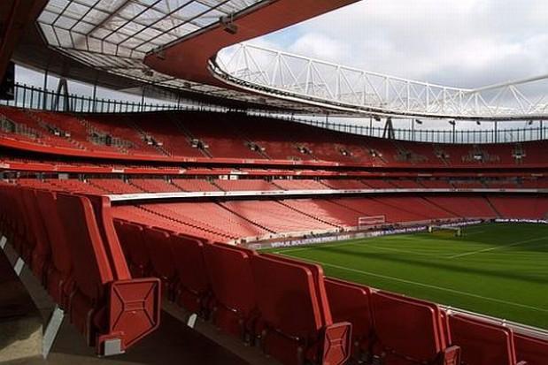 Euro 2012 - montują szklany dach