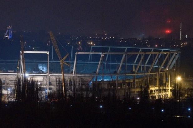 Budują stadion w świetle jupiterów