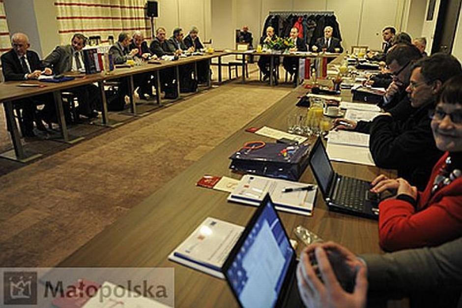 Rezerwa wykonania pod lupą komitetu
