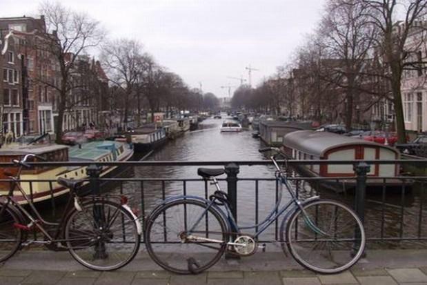 Oficer rowerowy na pomoc cyklistom
