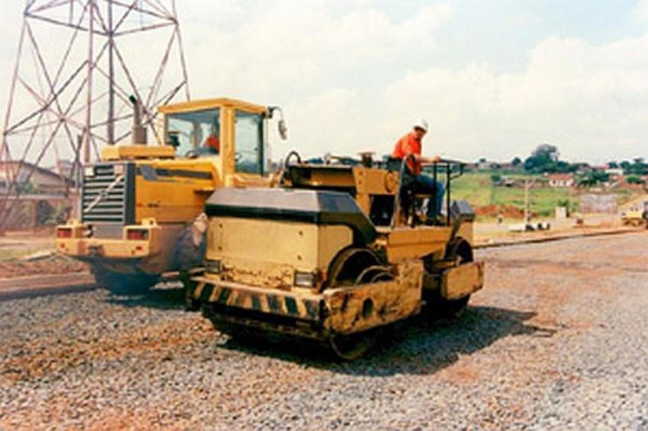 Pierwsze umowy na przebudowę dróg lokalnych