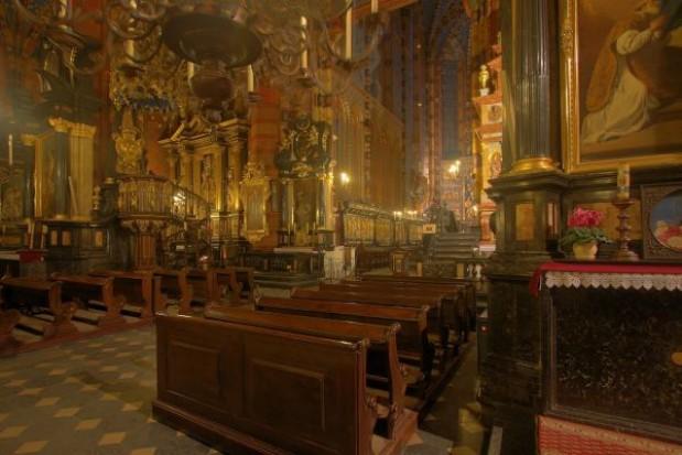 Grób Pański w wielu kościołach nawiązuje do życia Jana Pawła II