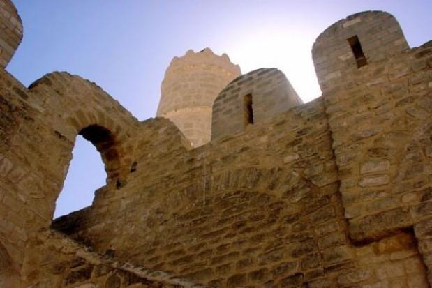 Nocne wędrówki podziemiami fortecznymi