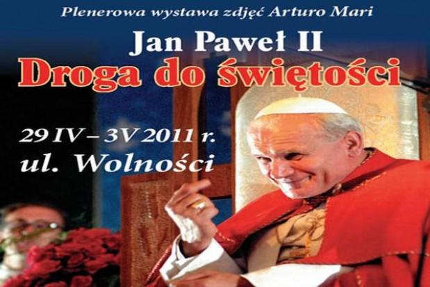 Papieskie zdjęcia w Chorzowie