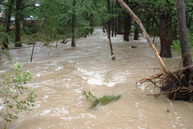 Samorządowcy pomogli powodzianom