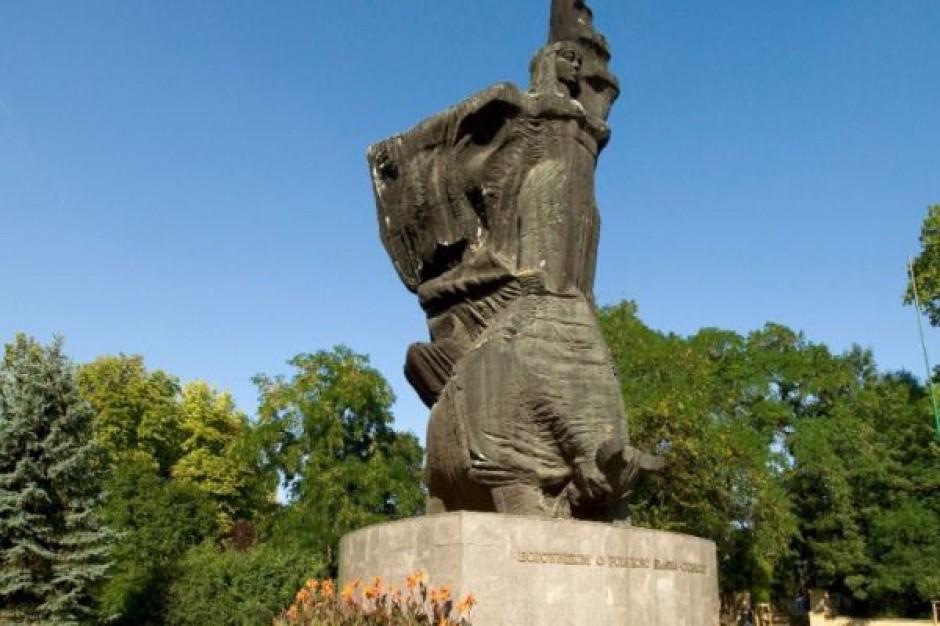 Pomnik w Opolu z nazwiskami