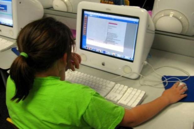 Przybywa komputerów w wiejskich gimnazjach