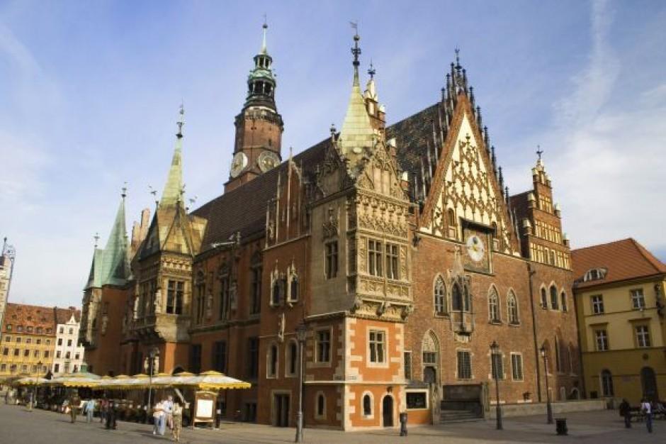 Miasta promują się bez polskich liter