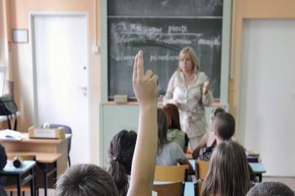 Nauczyciele za szybko awansują