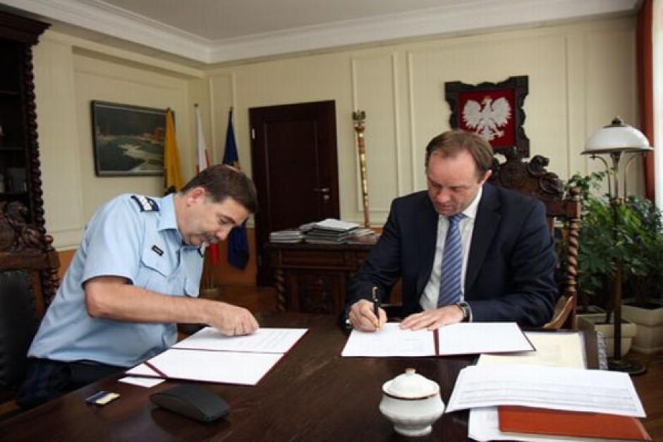 Samorząd pomorski wsparł policję
