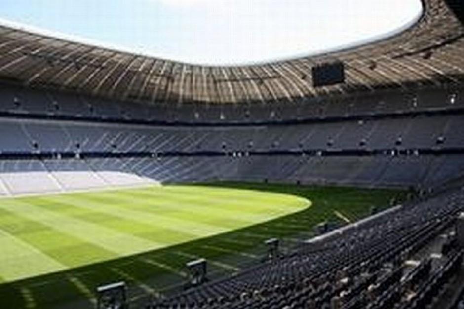 Podnoszą dach Stadionu Śląskiego