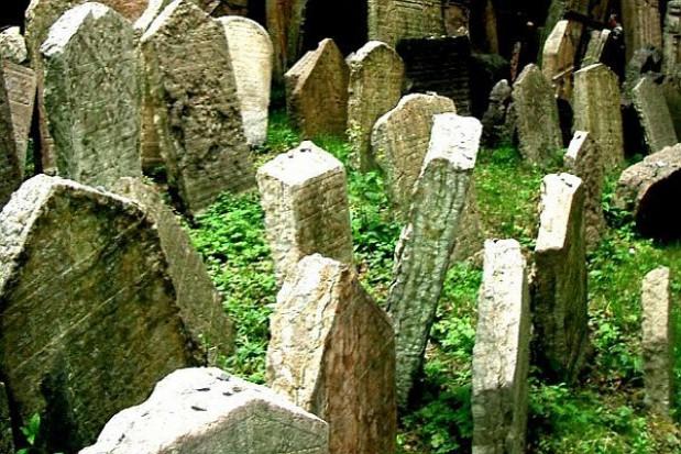 Zabezpieczono osuwisko na cmentarzu za środki unijne