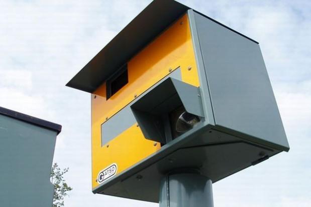 Inspekcja drogowa okleja fotoradary żółtą taśmą
