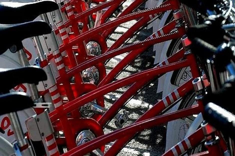 Stojaki rowerowe w kształcie smoka, lajkonika i obwarzanka