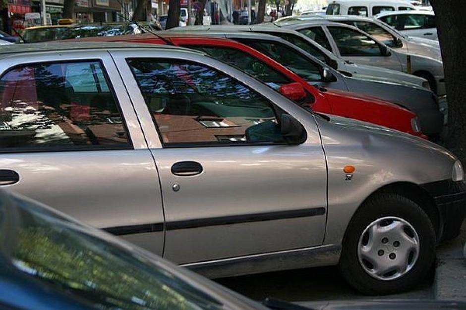 Dwie firmy zainteresowane parkingami