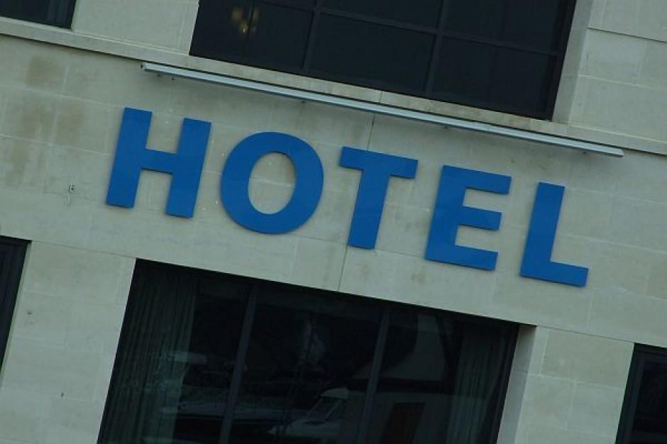 Najpierw do hotelu, a potem na bruk