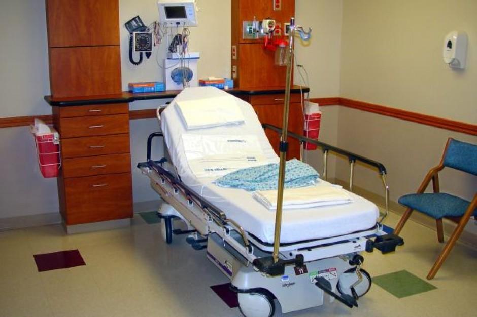Przykuci do szpitalnych łóżek