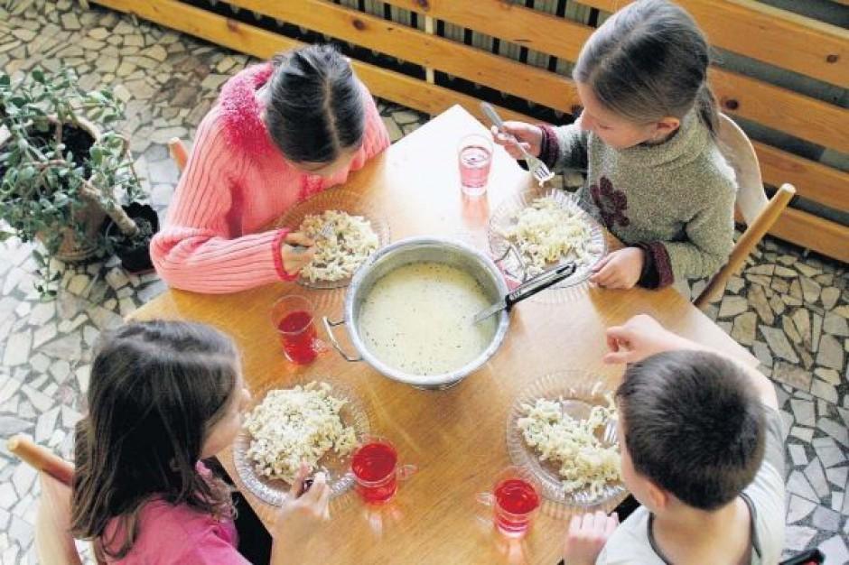 Dla obcych szkolny obiadek z VAT