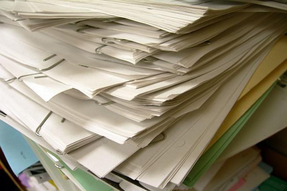 Spór o formularze majątkowe