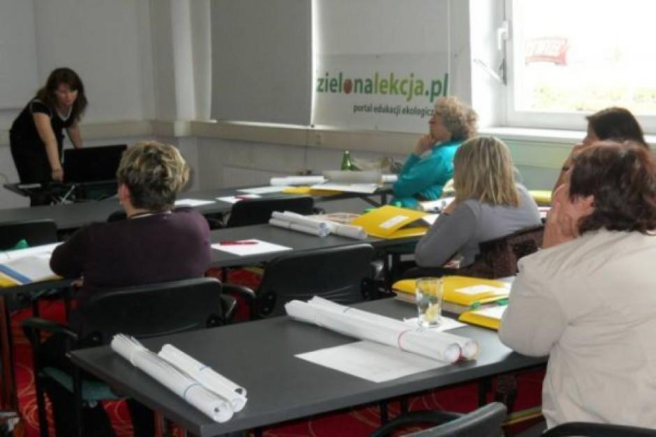 Porównanie Polski z UE: kiepskie zarobki nauczycieli