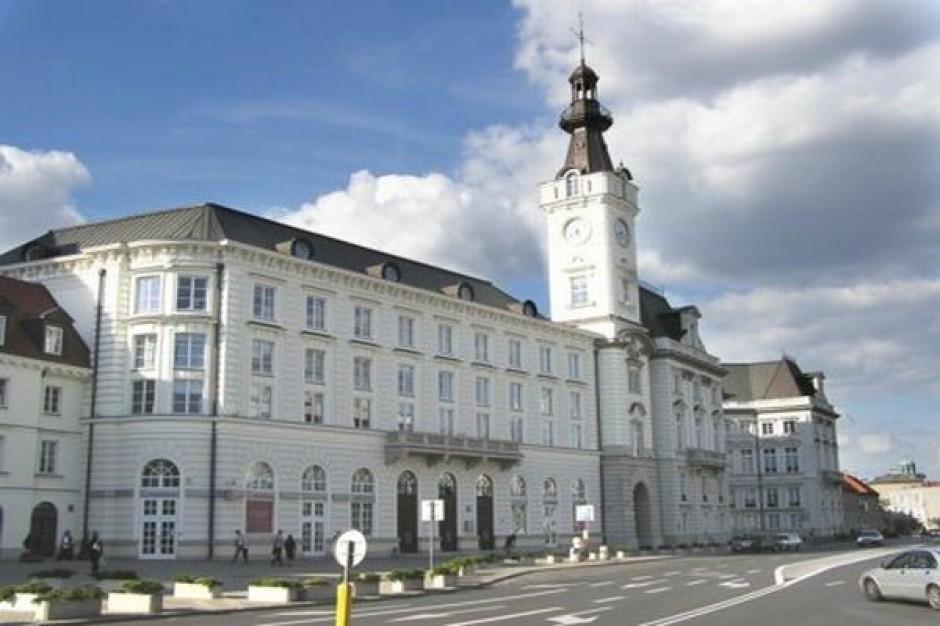 Radni Warszawy dostali po kieszeni