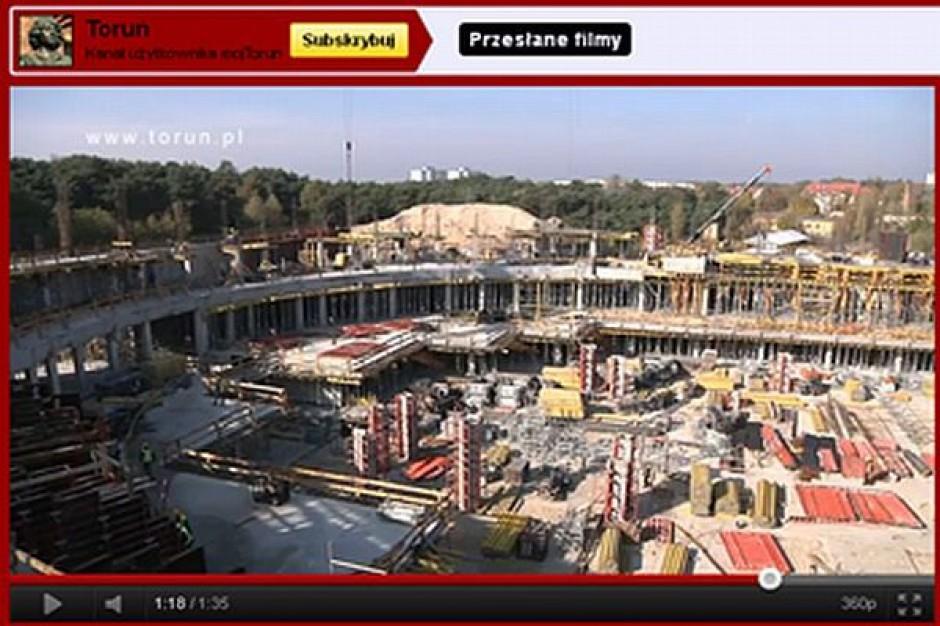 Miejska kamera śledzi halę w Toruniu