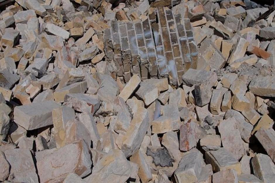 Rozbiórka zniszczonej bydgoskiej kamienicy
