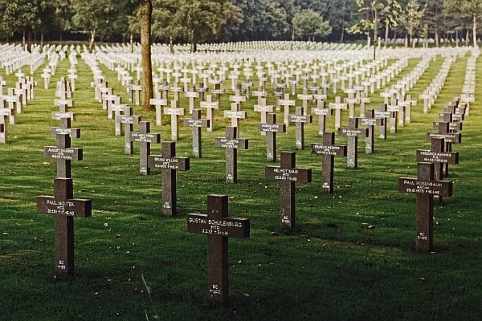NIK na cmentarzu