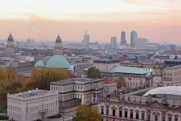 Niemcy zwolnią więcej urzędników niż Polacy