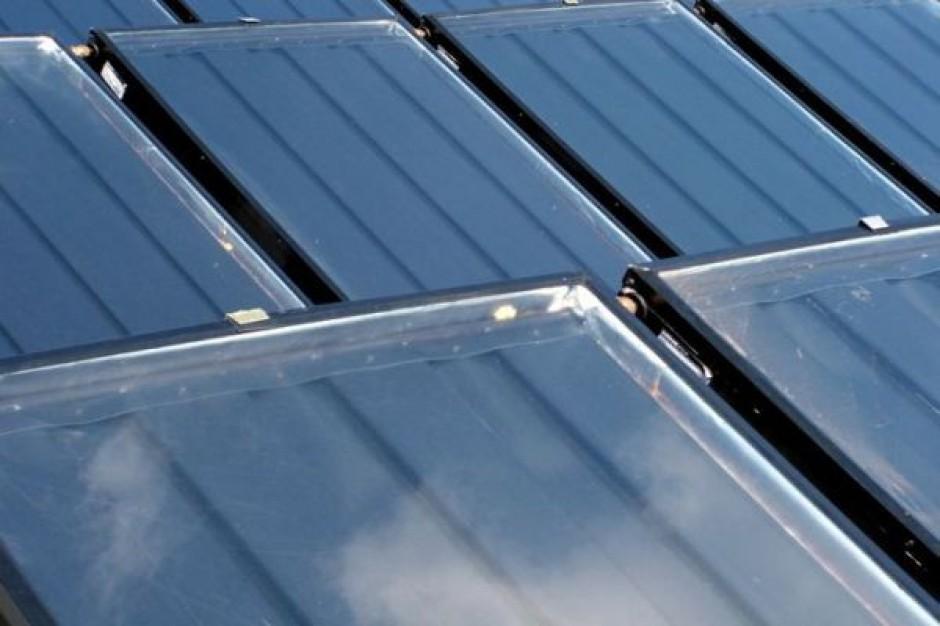 Kolektory słoneczne na dachach komend w Radomiu i Siedlcach