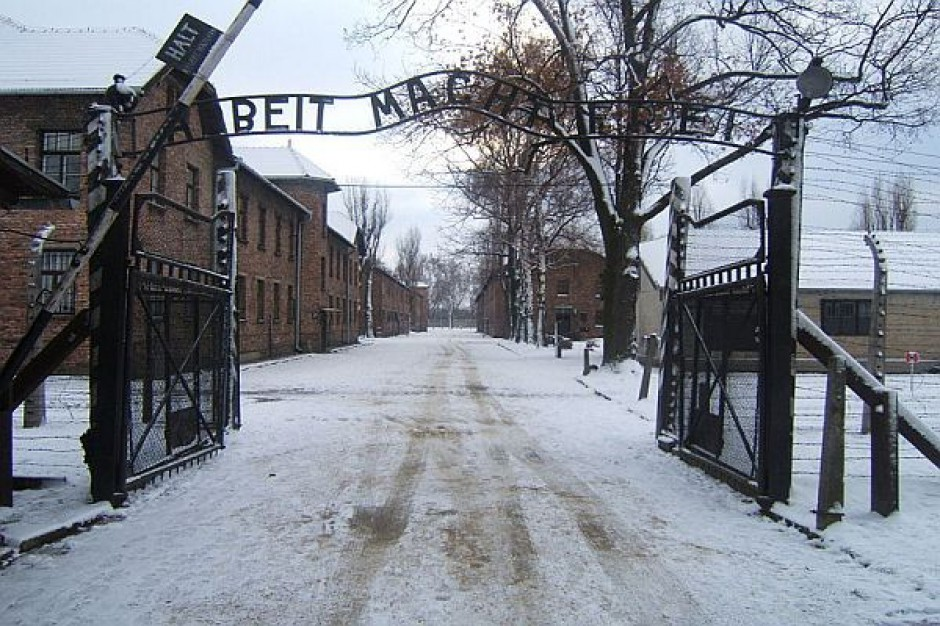 """Bez kary za kradzież napisu  """"Arbeit macht frei"""""""