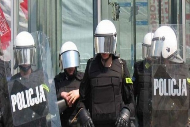 Oblężenie na komendach policji