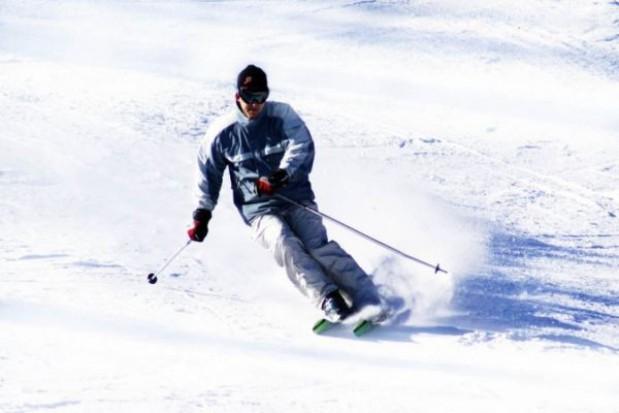 Policjanci na nartach pilnują bezpieczeństwa