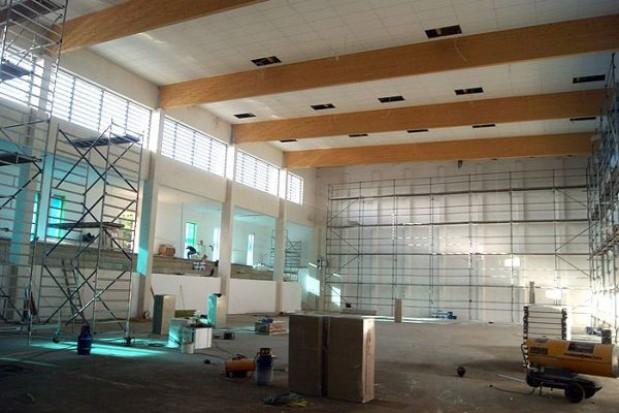 Wójt opowiada o budowie sali w Bezrzeczu