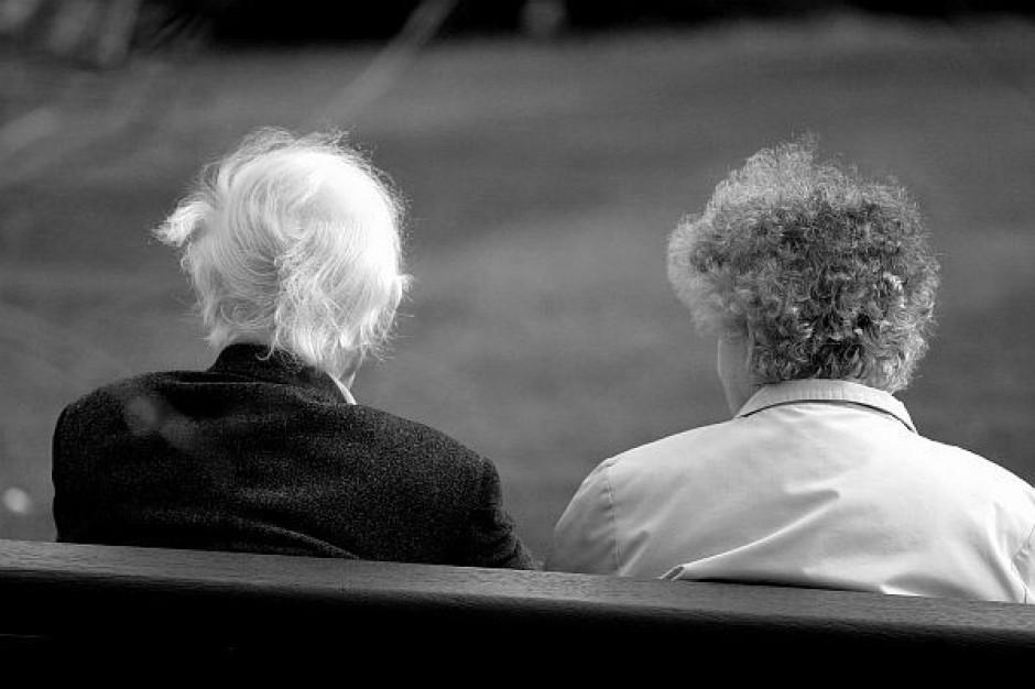 Oszczędne zrównanie wieku emerytalnego