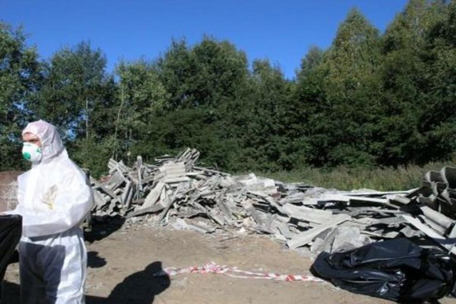 Rok bez finansowania usuwania azbestu