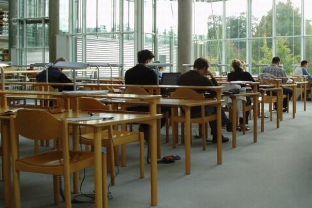 Absolwenci gimnazjum do laboratorium