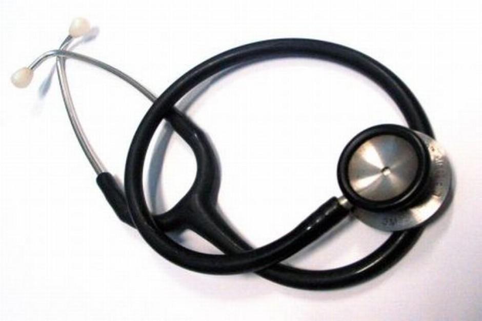 Dyrektor nie może praktykować jako lekarz?
